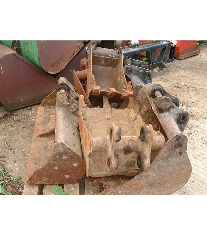 Various 3 Ton Kubota Mini Digger Buckets 12in, 18in, 24in and 30in