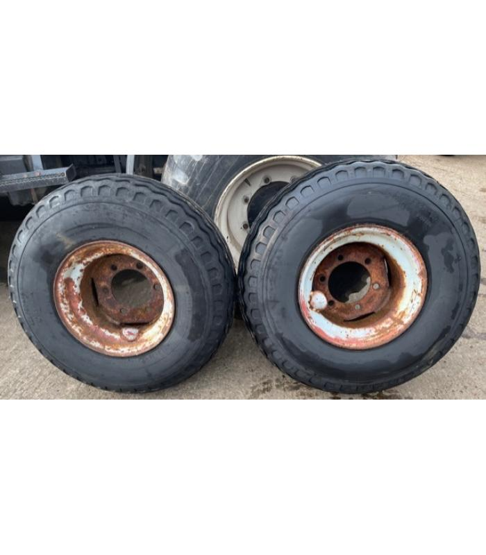 Pair of 400 60-15.5 Flotation Trailer Wheels and Tyres